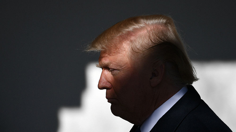 """特朗普发推""""曝光""""神秘举报人 美媒:此人所受威胁猛增"""