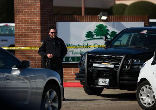 美国得州教堂枪击事件被全程直播 凶手被现场居民击毙
