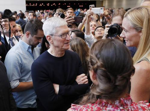 激增逾1万亿美元!苹果CEO库克最近创下这项纪录——