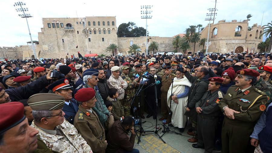 利比亚首都民众哀悼军事学院空袭事件遇难学生