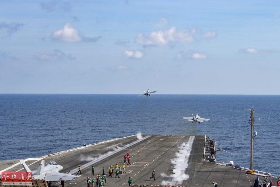 """在美国与伊朗局势日益紧张的背景下,美海军官网近日公开了""""杜鲁门""""(CVN-75)号核动力航母在阿拉伯海密集起飞舰载机群训练的高清图片。目前""""杜鲁门""""号航母打击群已驶入阿曼湾,向波斯湾方向靠近,针对伊朗意味明显。图为2架""""大黄蜂""""舰载战机从""""杜鲁门""""号上弹射升空,第三架""""大黄蜂""""战机已进入弹射位,准备出击。29"""