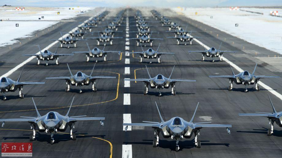 """据美空军官网报道,1月6日,美国犹他州希尔空军基地,隶属于美空军第388战斗机联队和第419预备役战斗机联队的52架F-35A""""闪电II""""隐身战斗机进行""""象步游行""""训练。图为52架F-35A""""象步游行""""特写照,场面壮观。26"""