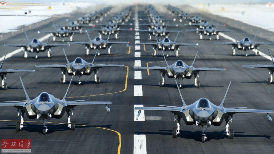 """另一角度拍摄的F-35A""""象步游行""""机群。"""