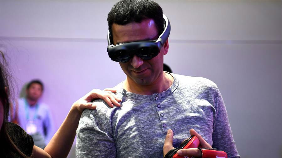 消费电子展上体验虚拟现实技术