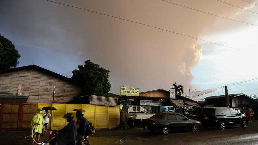 菲律宾塔阿尔火山开始剧烈活动