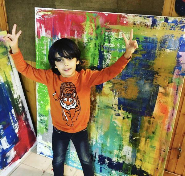 """德国七岁男童被称为""""学前毕加索"""" 画作曾卖出1.2万美元"""