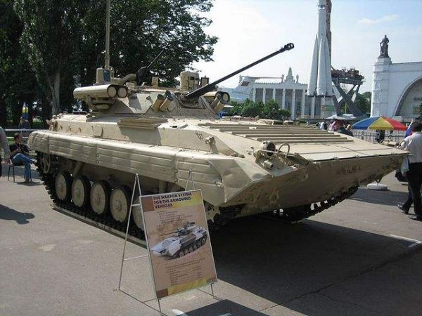 配备Berezhok炮塔的BMP-2步兵战车(资料图片)