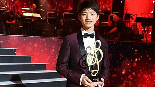 15岁华裔钢琴神童走红法国 音乐学业两不误