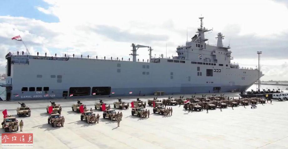 """埃及于2015年,在沙特提供经济援助下,花费10亿欧元从法国采购了2艘西北风级两栖攻击舰(每艘满载排水量2.1万吨,可搭载900名步兵及配套武器装备),""""纳赛尔""""号(舷号L1010,如图)和""""萨达特""""号(舷号L1020)相继于2016年列装埃及海军。列装两舰后,使得埃及海军成为了北非地区两栖登陆能力最强的海上力量。"""
