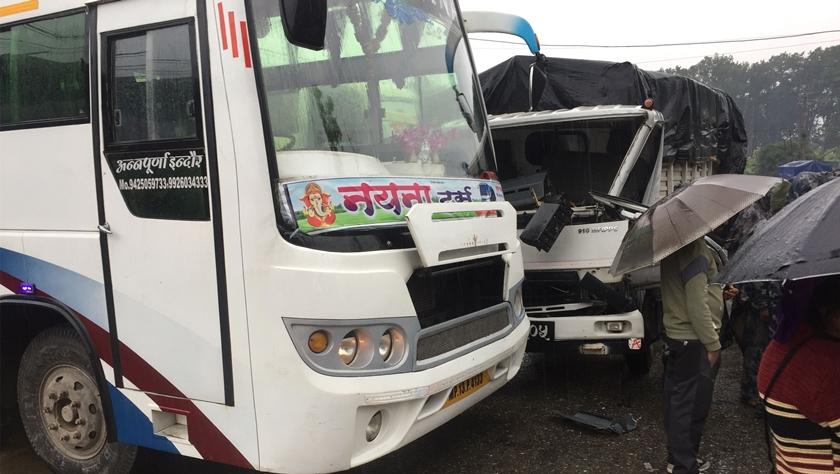 25名中國游客在尼泊爾遭遇車禍受輕傷