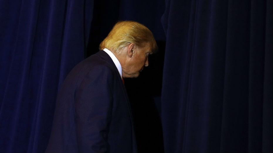 民主党人提交文件称总统危害国家安全 特朗普:党派阴谋