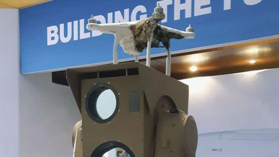 波音推销紧凑激光武器系统 新手操作演示制伏30个目标无人机