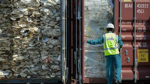 外媒:马来西亚将遣返3737吨洋垃圾 费用由原输出国负责