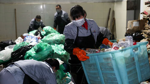 """外媒述评:中国推严格""""限塑令""""有益世界"""