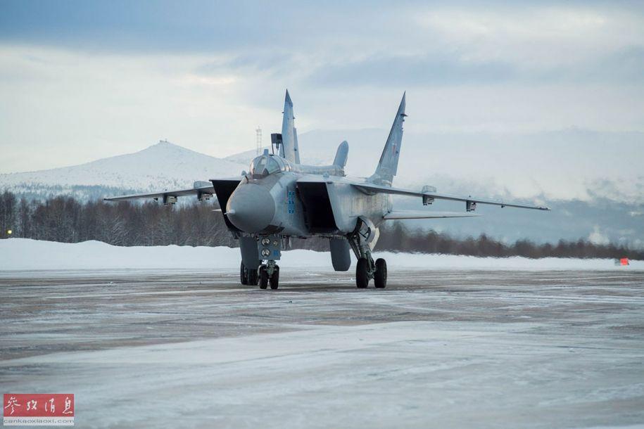 米格-31BM截击机地面滑行。