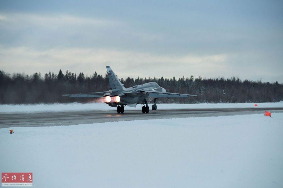 近日,俄空军米格-31BM截击机和苏-24战斗轰炸机部队在北极圈内进行巡航飞行。图为俄军苏-24战机开加力起飞瞬间。5