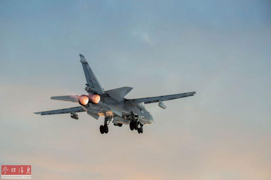 苏-24开加力起飞,起落架尚未收起。