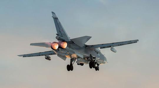 不惧严寒!俄空军两大主力战机巡航北极圈