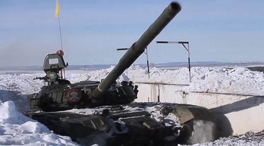 雪地出击!俄中央军区坦克部队实战演练