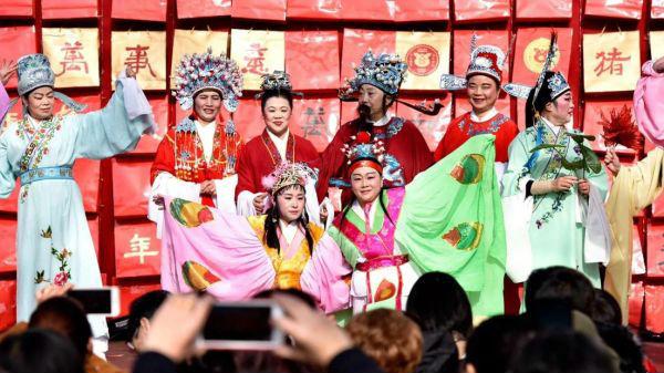 外媒:全球唐人街红红火火庆新春