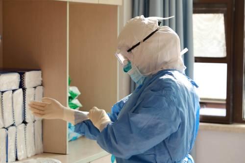 外媒关注:中国医生探索中西医结合抗击疫情