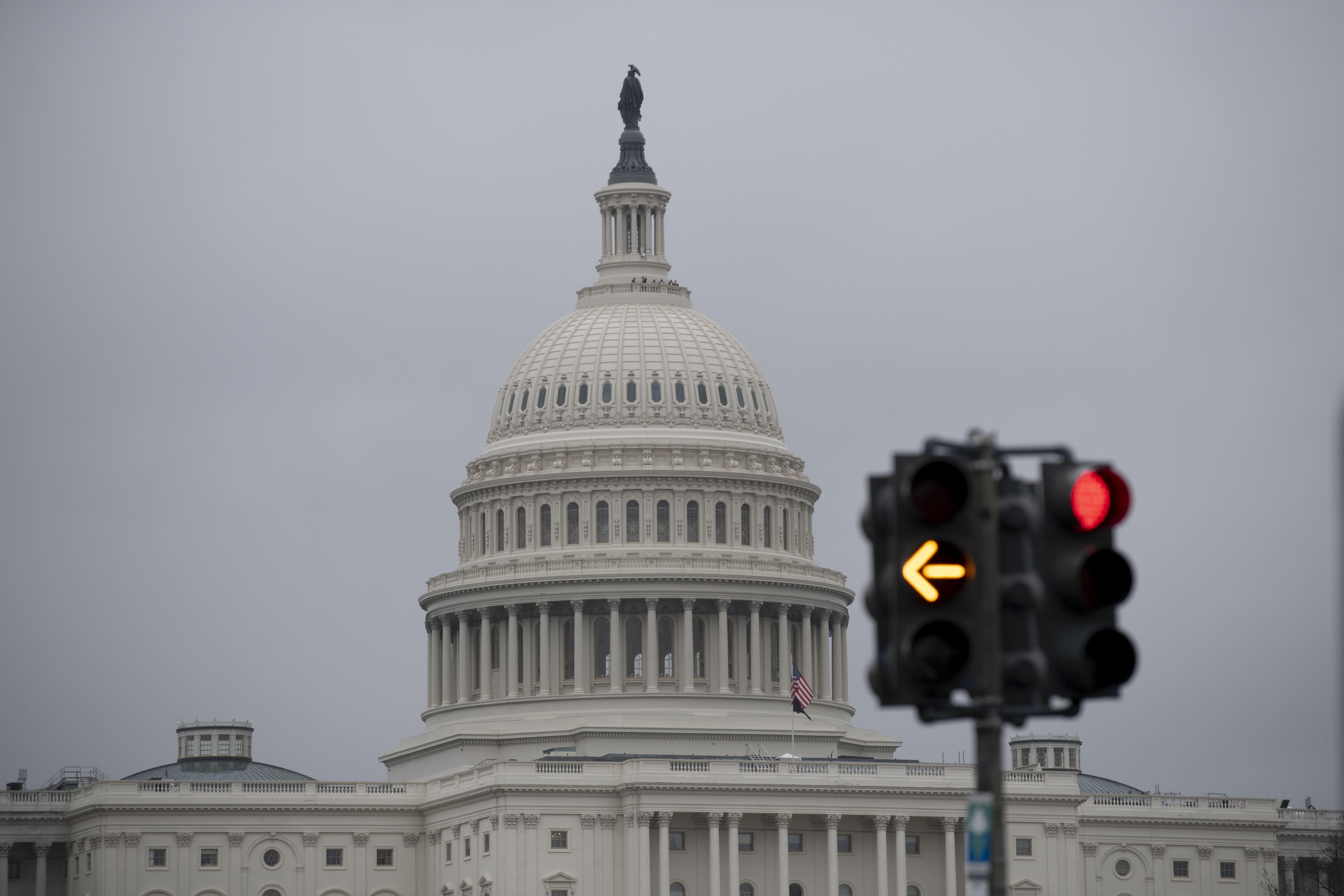"""外媒:美参议院宣告特朗普无罪 共和党议员罗姆尼""""倒戈"""""""
