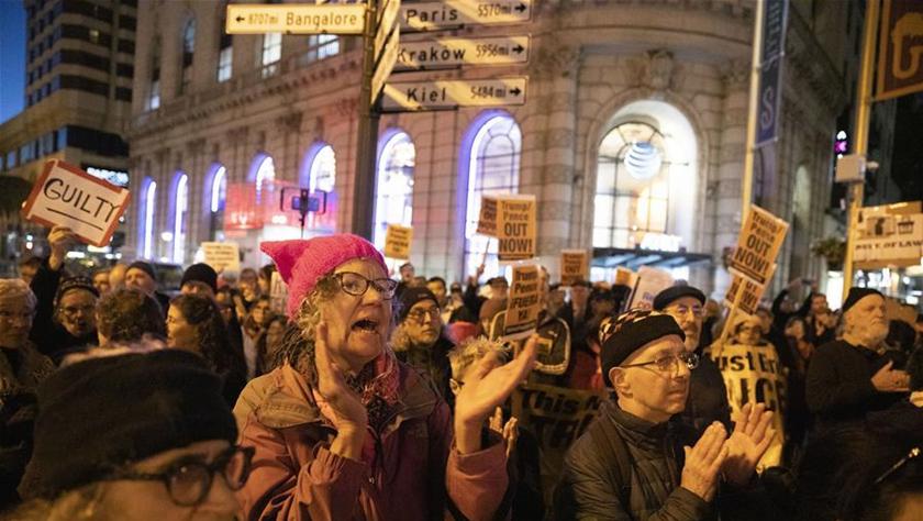 美旧金山民众集会抗议参议院否决针对特朗普的弹劾条款