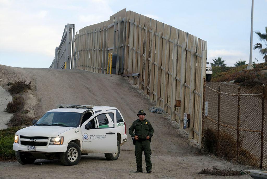 """为修美墨边境墙 美政府""""挪用""""38亿美元军费"""