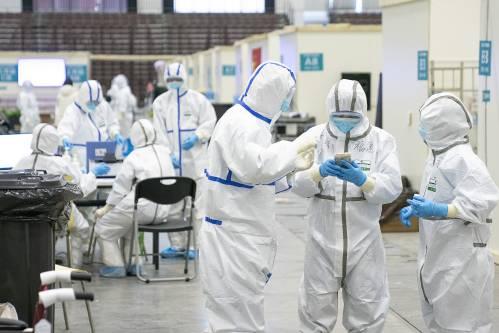 """英媒:美科学家驳斥""""人造新冠病毒""""谣言"""