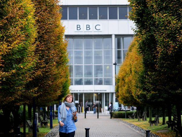 """英媒:誓言取消电视许可费 英政府逼BBC""""瘦身"""""""