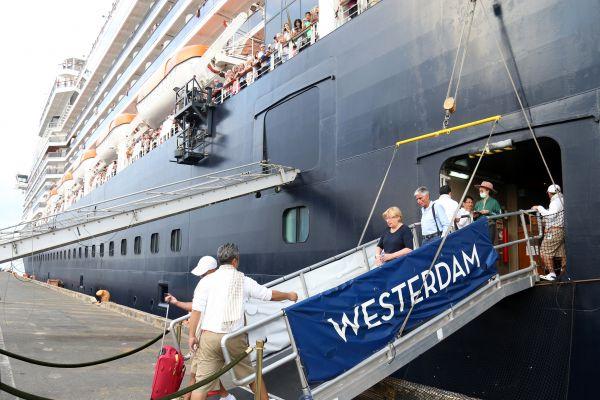 """""""威斯特丹""""邮轮一名乘客确诊 千余人滞留柬埔寨"""