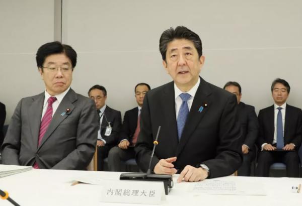 """日本政府会议结论:疫情转向""""蔓延期"""" 天皇60岁生日活动取消"""