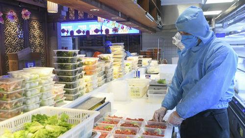 克服疫情不利影响 中国餐饮业想出这些奇招——