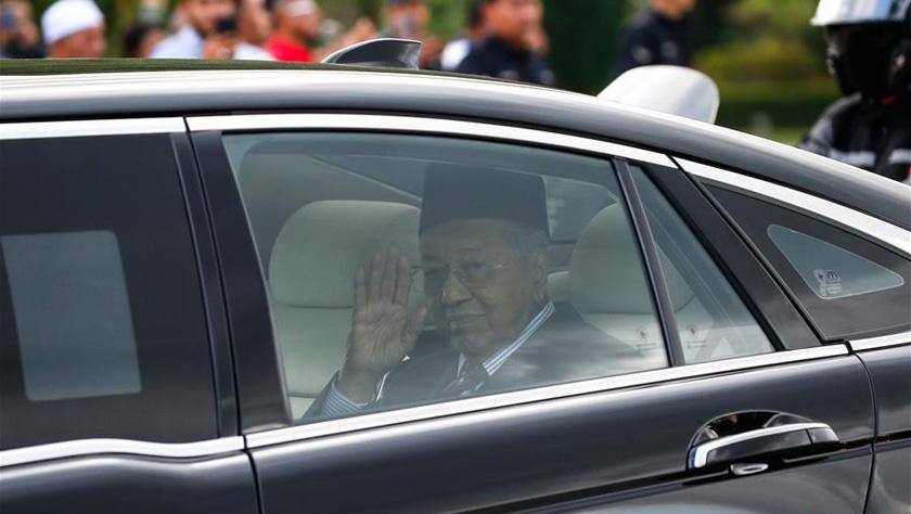马哈蒂尔辞呈获得批准将担任过渡总理