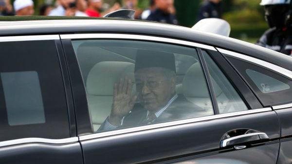 马哈蒂尔突然辞职震动马来西亚:上任不足两年