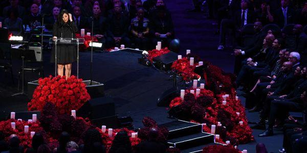 洛杉矶两万人送别科比 瓦妮莎起诉肇事直升机公司