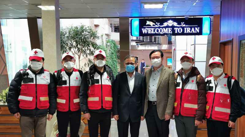 """中国专家组抵达伊朗协助抗疫引关注:""""在彼此困难的时候相互支持帮助"""""""