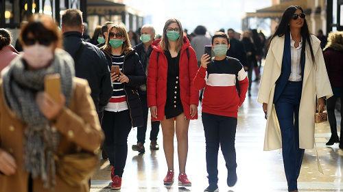 """外媒综述:全球紧急行动应对抗疫""""持久战"""""""