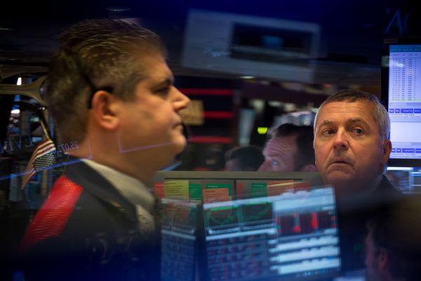 美媒:美股大幅震荡结束混乱一周