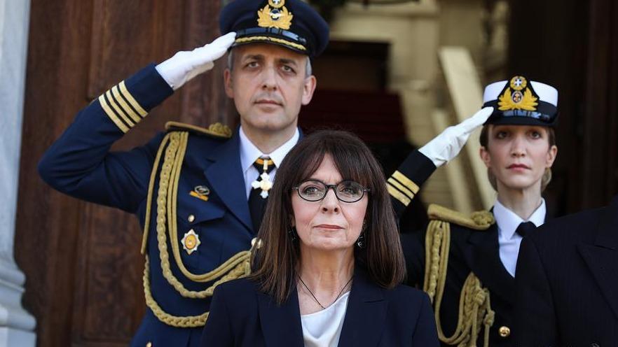 希腊首位女总统萨克拉罗普卢宣誓就职
