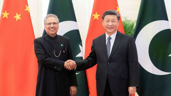 """境外媒体评述:巴基斯坦总统疫情期间访华深化""""铁杆""""情谊"""