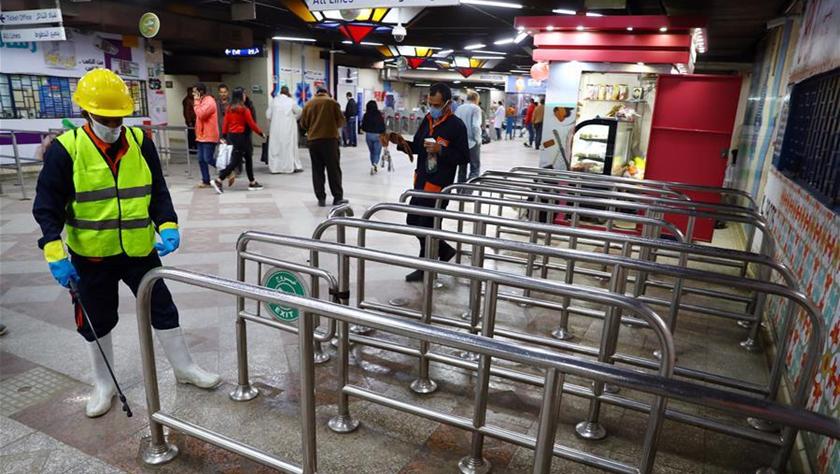 防范疫情:开罗地铁进行消毒