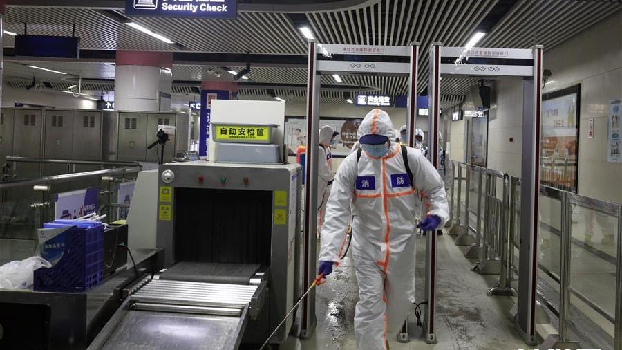 武汉:地铁开展消杀作业