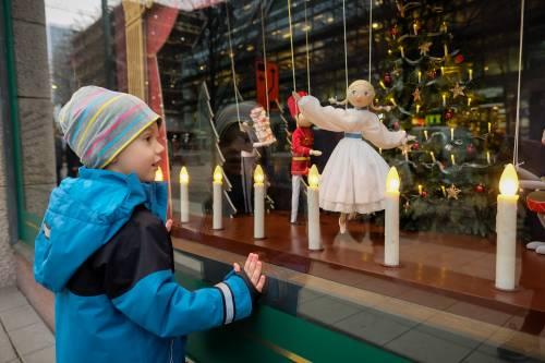 外媒:瑞典不让中小学停课激怒家长