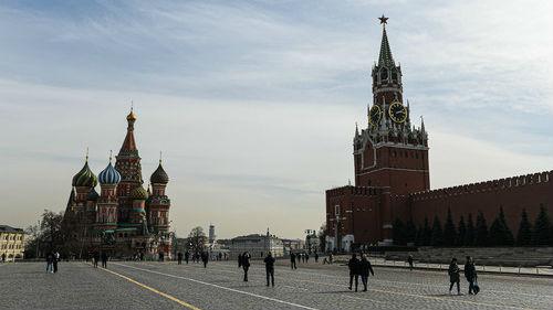 莫斯科今起实行全面隔离制度 遛狗不能离家超过100米