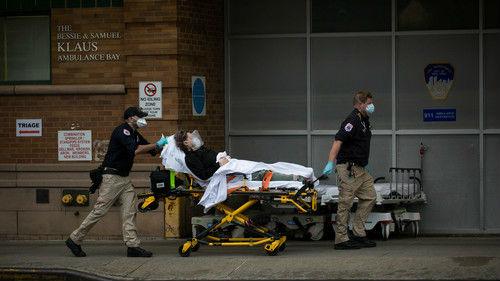 """美国多地医疗资源短缺 医生将医院比作""""医疗战区"""""""
