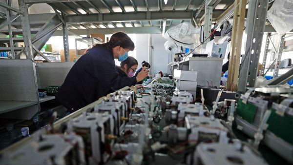 """中国全力为世界生产呼吸机遇""""堵点"""":关键零部件进口难"""