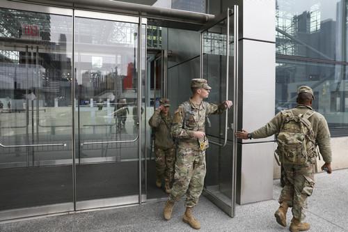 外媒:五角大楼筹措10万个军用收尸袋 用于应对疫情恶化
