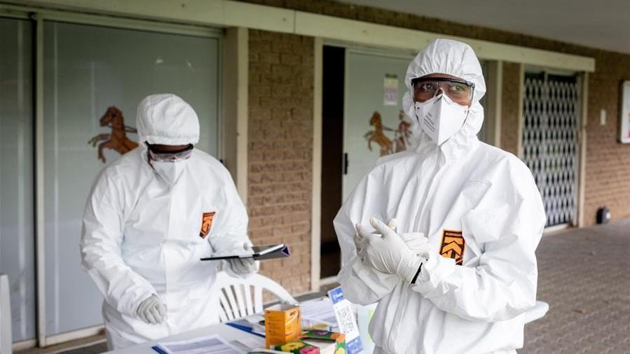 """南非:疫情中的 """"得来速""""式新冠病毒检测站"""