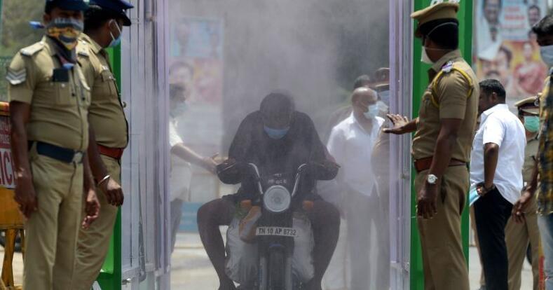 """外媒:印度自称疫情将""""大规模暴发"""" 物资匮乏医护人员怨声载道"""